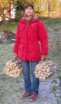 Firewood bundles with carrier handle